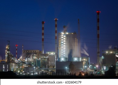 Power plant with steam gas by night