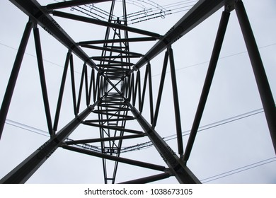 Power pylons from the frog's perspective
