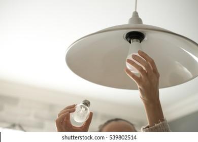 Troca de lâmpada LED com economia de energia