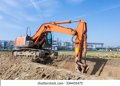 Power shovel in a construction site