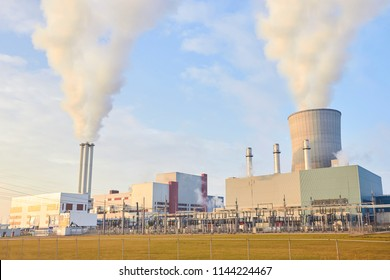 Power station and pipes with smoke
