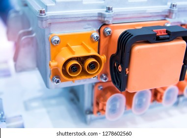 Powerful high-voltage electrical connector,The connector is installed in the mating part of the socket.