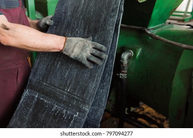 A Powerful Press for the Creation of Rubber Products from Rubber