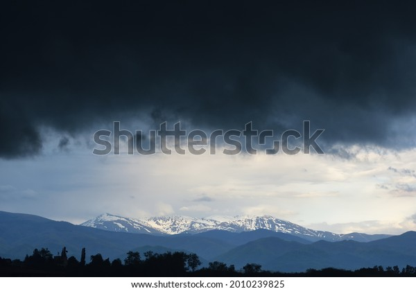 powerful-storm-gathering-above-mountain-