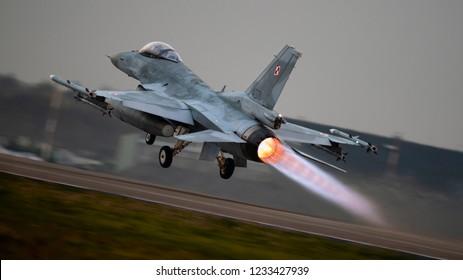 Imágenes, fotos de stock y vectores sobre F16 | Shutterstock
