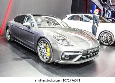 Bilder, Stockfotos und Vektorgrafiken Porsche Panamera