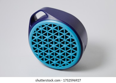 Pportable usb speaker in corel blue and navy blue