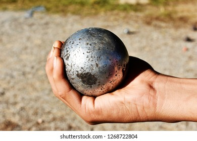 The practice of holding steel boules in the hand correctly, this is a practice in sports courses.