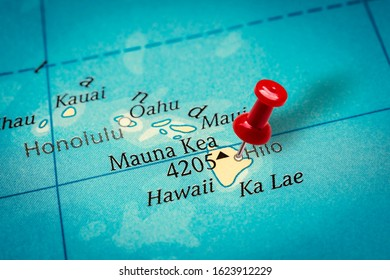 PRAGUE, CZECH REPUBLIC - JANUARY 12, 2019: Red thumbtack in a map. Pushpin pointing at Hilo city in Hawaii.