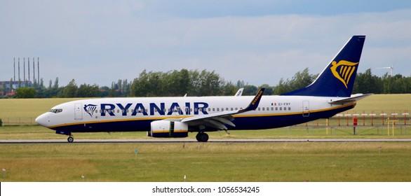 PRAGUE, CZECH REPUBLIC - JULI 1, 2017: Photo of a Boeing 737 of Ryanair airline.