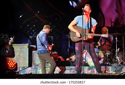 PRAGUE - SEPTEMBER 16: Singer Chris Martin (right) of famous British band Coldplay during performance in Prague, Czech republic, September 16, 2012.