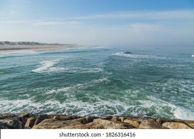 Praia da Barra. La plage de Barra près du Lighthouse. Aveiro, Portugal