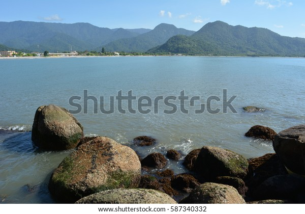 Praia de Ubatuba, Perequê Açu, SP, vista das pedras.