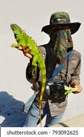 Prajuab kirikhan - Thailand October 25, 2012. photographer with his green iguana
