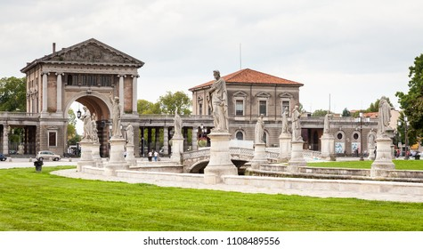 Prato della Valle, Padova, Veneto Giulia, Italiy