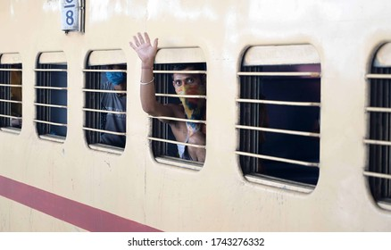 Prayagraj: Migrants from Mumbai travelling by  a special train waves at Prayagraj Junction during Nationwide COVID-19 Lockdown on May 28, 2020.