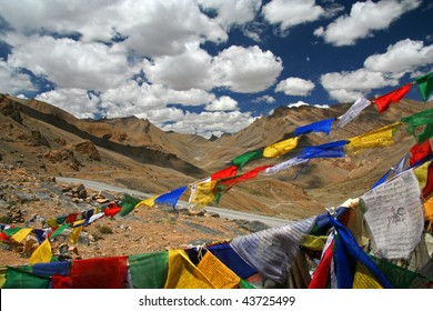 Prayer Flags La Chulungla Pass Ladakh India