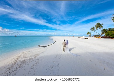 Pre Wedding photo shoot at cyrstal clear beach Maldives