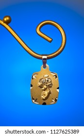 A Precious gold pendant, ideal like gift