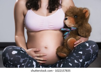 pregnancy, pregnant woman, belly, child, baby, childbirth, fitness, happiness, mom, expectant mother, young parents,