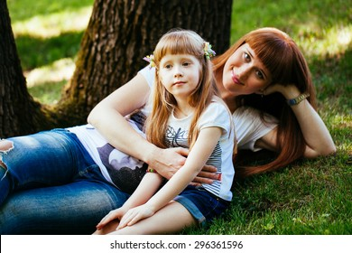 Pregnant Mother and Daughter portrait in the Park