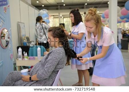 The Highly Pregnant Hairdresser