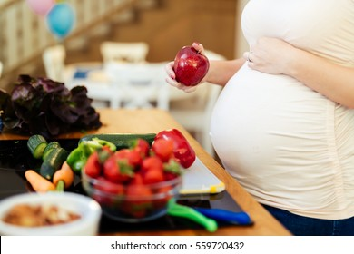 Pregnant woman healthy eating vegetables and fruit