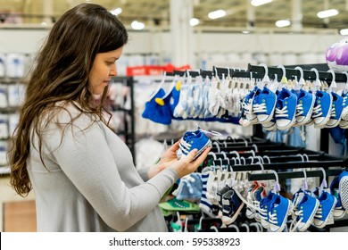 Pregnant Woman making shopping - Baby, Mother, Newborn, Shopping