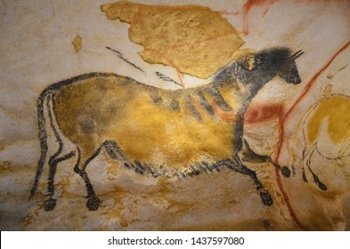 prehistoric drawing cave of lascaux representation of a horse world heritage