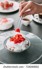 the preparation of the dessert Pavlova with strawberries and in the supply of liquid nitrogen