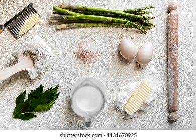 Preparation of the dish. Tart with bechamel, asparagus and egg.