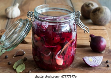 Preparation of fermented beets (beet kvass) in a glass jar