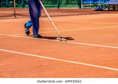 Preparation of a ground tennis court