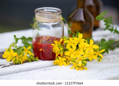 Preparation oil from hypericum perforatum
