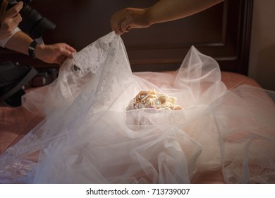 Preparation of a photoshoot of a weeding bouquet