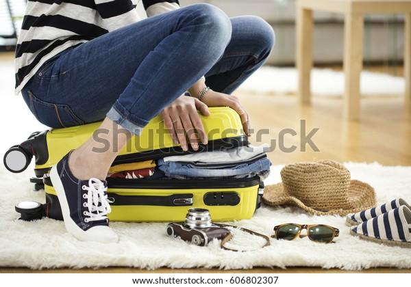 Maleta de viaje de preparación en casa