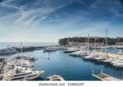 Preparation for a World Fair of the yacht show Monaco in port Hercules, is placed by megayachts, MYS, on the horizon yachts, the old city of Monaco