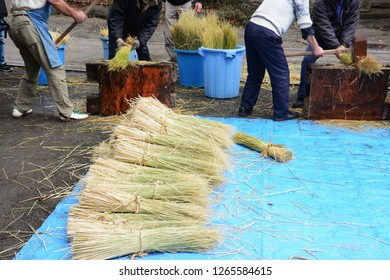"Preparatory work for New Year's shrine in Japan / Work to make ""Shimenawa"" (sacred rice straw rope)"
