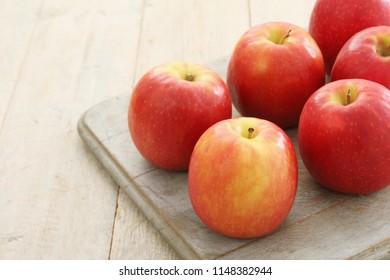 preparing fresh apples