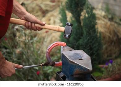 preparing a horseshoe