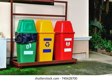 At present, the trash can be color-coded so that the trash can be disposed of properly and disposed of properly according to the type of waste.