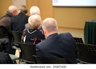 Presentation and discussion of business ideas