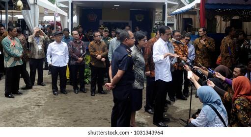 President of Indonesia Joko Widodo giving press conference at Boyolali 7 July 2017 at Tumang Village