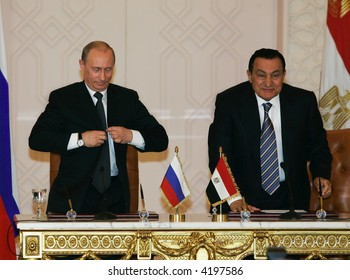 The president of Russia Vladimir Putin and the President of Egypt Hosni Mubarak