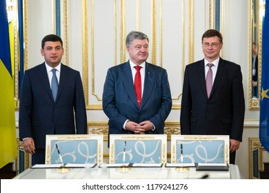 President of Ukraine Petro Poroshenko(C), Vice-President of the European Commission, Valdis Dombrovskis(R),Prime Minister of Ukraine Volodymyr Groysman(L) during a meeting to Kyiv, Ukraine. 13-09-2018