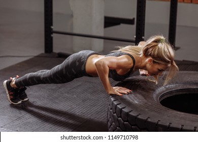 press-up exercise to keep fit. push up technique. strength development. health care
