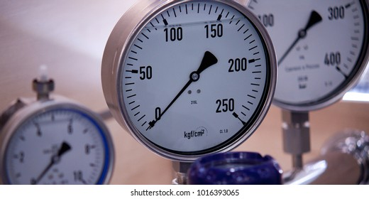 pressure control with manometers installed in the production