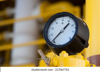 Pressure gauge for measuring pressure in the system, Oil and gas process used pressure gauge to monitor pressure condition inside the system