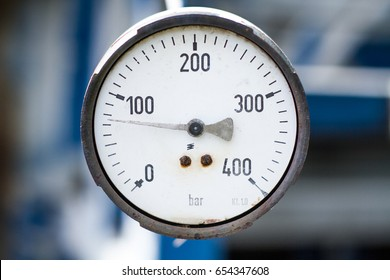 Pressure gauge, oil filler.