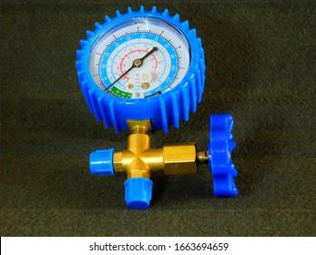 pressure gauge, used in refrigeration equipment to measure gas pressure.
